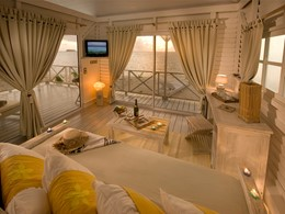 Le salon du Bungalow Plage de l'hôtel Opoa Beach
