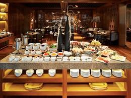 Délicieuse cuisine asiatique et européenne au restaurant Lovacore de l'Outrigger