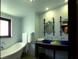 La salle de bain de la Deluxe Family Room