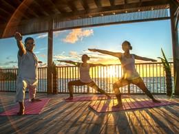 Yoga au lever de soleil