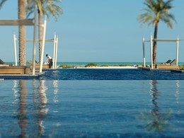 Autre vue de la piscine du Park Hyatt Saadiyat