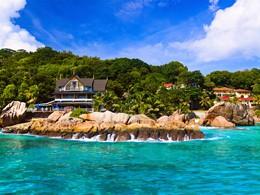 Vue du Patatran Village, un petit hôtel au charme seychelllois