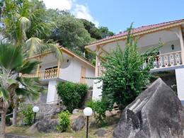 Vue des chambres supérieures du Patatran Village