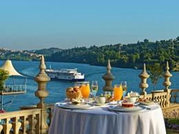 Petit-déjeuner face au Douro