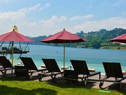 Relaxez vous au bord de la piscine
