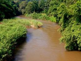 Vue sur la rivière Khum au Phu Chaisai Mountain Resort & Spa en Thaïlande