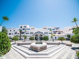 Vue du Pine Cliffs Hotel, un établissement de luxe à Algarve