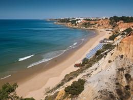 Profitez du sable doré de la plage d'Albufeira