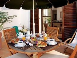 Petit-déjeuner sur votre terrasse extérieure