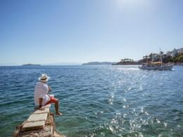 Naviguez sur la mer Égée