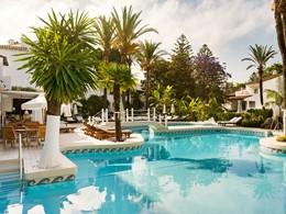 La superbe piscine du Puente Romano situé à Marbella