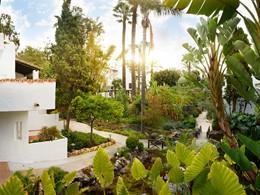 Le magnifique jardin verdoyant du Puente Romano