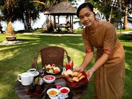 L'heure du thé au Puri Bagus Lovina à Bali