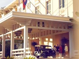 L'entrée de l'hôtel Raffles Grand Hotel d'Angkor à Siem Reap