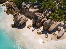 La sublime plage de l'hôtel Raffles Praslin aux Seychelles