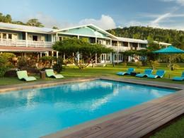 Profitez de la magnifique piscine du Raiatea Lodge
