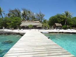 Le ponton de l'hôtel Raimiti, en Polynésie