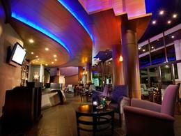 Le bar Wave de l'hôtel Rawi Warin en Thailande