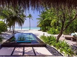 La piscine de la Beach Villa with Pool