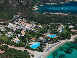 Vue aérienne de l'hôtel Romazzino en Italie