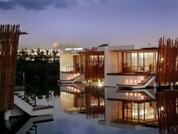 Vue des suites ultra-modernes de l'hôtel Rosewood Mayakoba