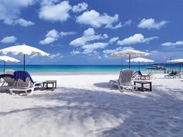 Détendez vous sur la plage du Sai Kaew Beach Resort à Koh Samet