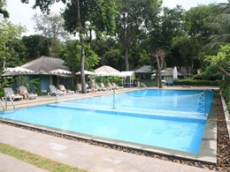 La piscine des chambres deluxe du Sai Kaew Beach Resort