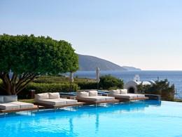 Le Club House Pool, profitez en pour vous détendre au bord de la piscine