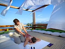 Massage au Poseidon Spa du St. Nicolas Bay Resort