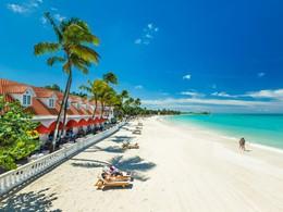La plage de l'hôtel Sandals Grande Antigua Resort aux Antilles