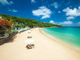 La superbe plage de l'hôtel Sandals Regency La Toc