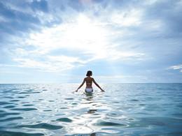 Immergez-vous dans les eaux translucides de la mer Égée