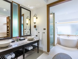 Salle de bain de la Grand Deluxe Garden Villa