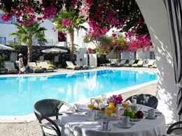 Petit déjeuner de l'hôtel Santorini Kastelli Resort