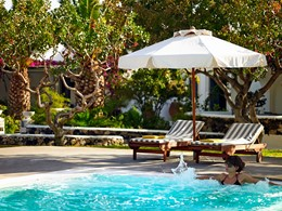 Bain à remous de l'hôtel Santorini Kastelli Resort
