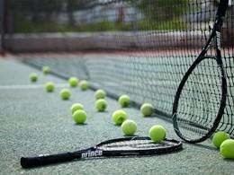 Court de tennis de l'hôtel Santorini Kastelli Resort