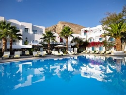 Piscine de l'hôtel Santorini Kastelli Resort en Grèce