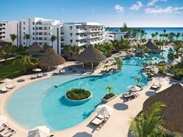 La piscine de l'hôtel Secrets Cap Cana à Punta Cana