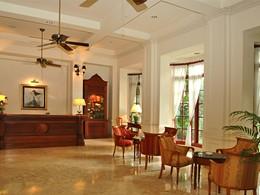 La reception du Settha Palace situé au Laos