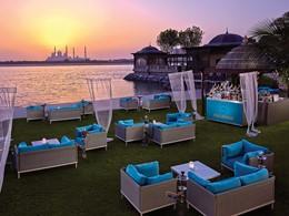 ESS Lounge du Shangri-La situé face à la mosquée de Sheikh Zayed