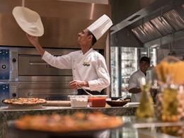 Le chef à l'oeuvre au restaurant Bojun Hala du Shangri-La