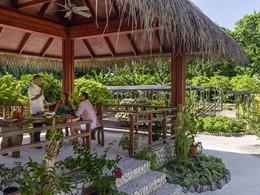 Déjeuner dans le jardin du chef du Shangri-la