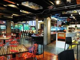Sirotez des délicieux cocktails au bar PH1 du Siam@Siam Design