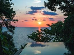 Contemplez un magnifique coucher de soleil depuis le Six Senses