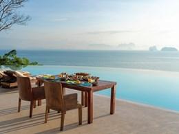 Petit déjeuner face à la baie de Phang Nga