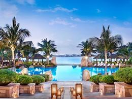Autre vue de la piscine du Sofitel Palm Resort