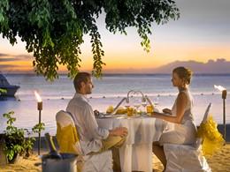 Dîner romantique sur la plage de l'hôtel Sofitel L'Impérial
