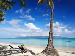 La plage de l'hôtel Sofitel Beach Resort à Moorea