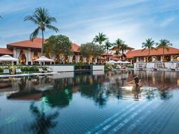 Profitez de la magnifique piscine du Sofitel Singapore Sentosa