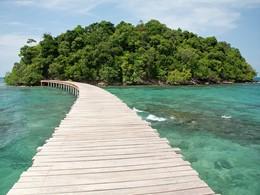 Le pont reliant les 2 îles de l'hôtel Song Saa Private Island